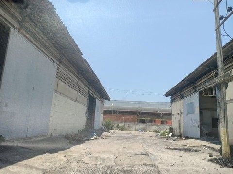 For RentWarehouseBangna, Lasalle, Bearing : Warehouse for rent in Bangna Km. 22, request for Ror. 4 - Area 23,000 sq. M. Price 600,000. Please contact 083 502 9312.