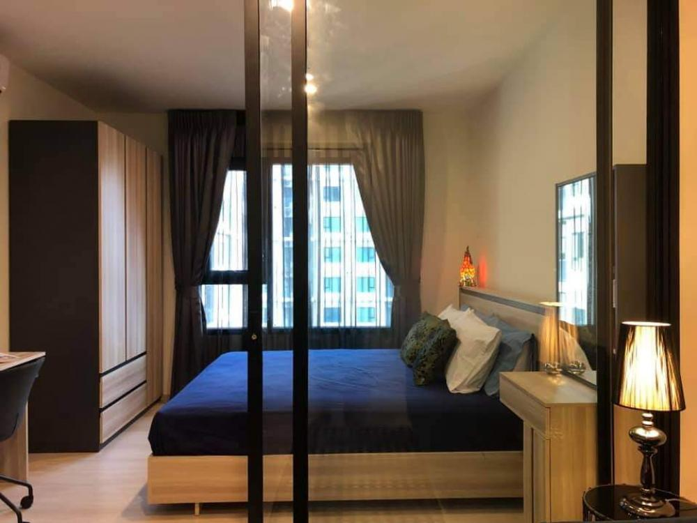 For RentCondoRama9, RCA, Petchaburi : Condo for rent at Life Asoke, Central Business District, New CBD, Asoke-Rama 9. Just 1 step from MRT Phetchaburi and 1 step to Airport Link Makkasan. Pool and city view. Fully furnished. Fully furnished. Floor 1 Bedroom 1 bathroom 1 bathroom
