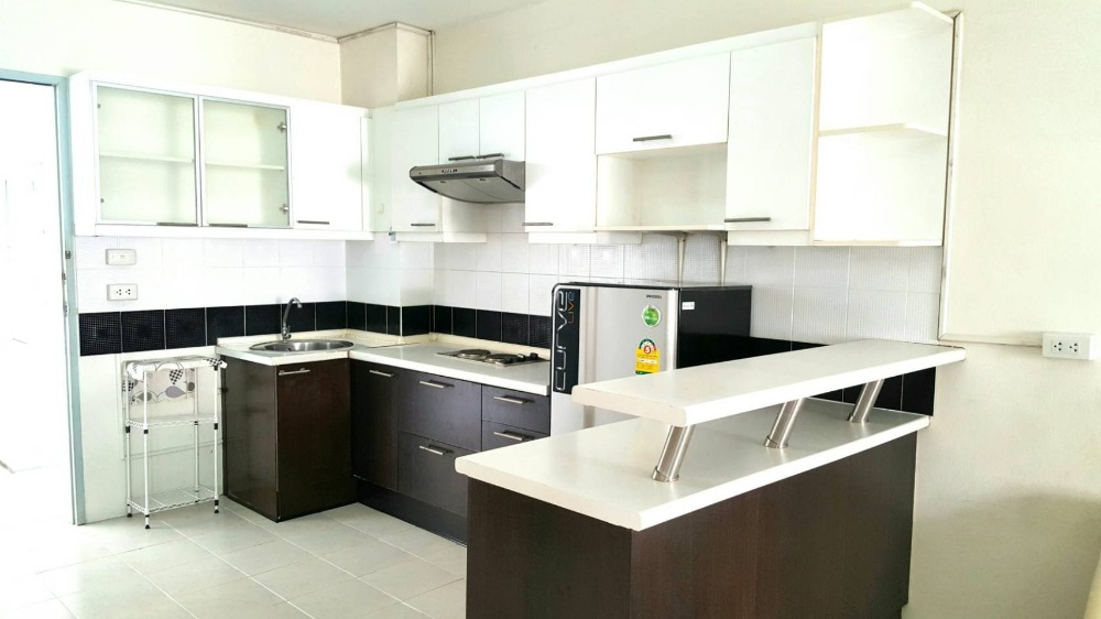For SaleCondoBangna, Lasalle, Bearing : Condo for sale at The Parkland Bangna, 1,350,000 baht. Fully furnished and electric appliances. Garden view, not in the afternoon sunlight, very beautiful.