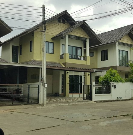 For SaleHousePattaya, Bangsaen, Chonburi : 2-story house for sale, 2 houses in Somthawin Village, adjacent to each other There are floors around the house.