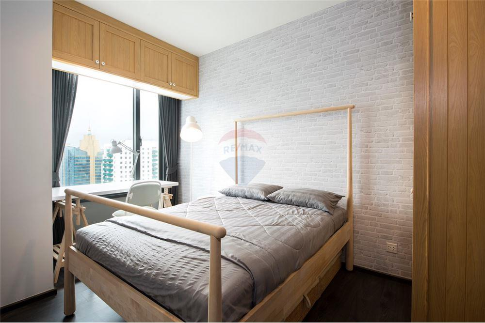 For SaleCondoSukhumvit, Asoke, Thonglor : Sell Edge Sukhumvit 23, 1 bed 33 sqm. Near MRT Sukhumvit and BTS Asoke, luxury room Stylishly decorated, very beautiful, high floor, city view, very convenient to travel