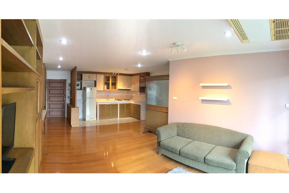 For SaleCondoSukhumvit, Asoke, Thonglor : Condo for sale at Aree Place, Sukhumvit 26, 2 bed 84 sqm. Near BTS Phrom Phong and many department stores Spacious room, high floor, decorated with a very good atmosphere.