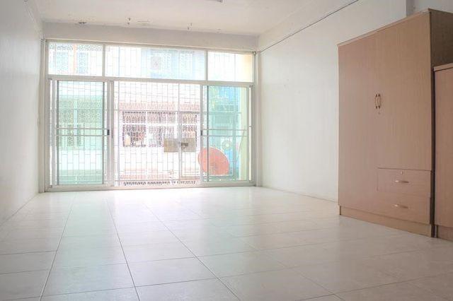 For RentShophouseKhlongtoei, Kluaynamthai : 3-storey commercial building for rent in Rama 4 area Near Lotus Rama 4