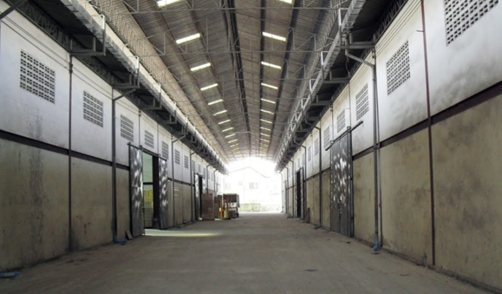 For RentWarehouseSamrong, Samut Prakan : Warehouse for rent on Theparak Rd. 25 km. Near Bangplee Industrial Estate