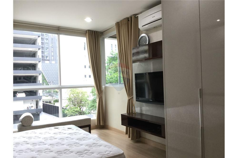 For SaleCondoRatchathewi,Phayathai : For Sale The Address Pathumwan, 1 bed 49 sqm. Near BTS Ratchathewi, nice and spacious room, in the city center Convenient to travel and very nice.