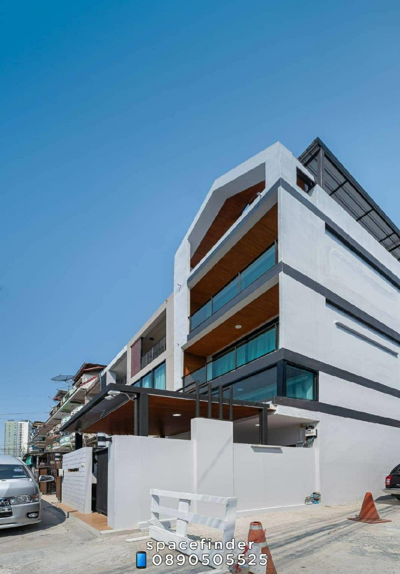 เช่าทาวน์เฮ้าส์/ทาวน์โฮมอ่อนนุช อุดมสุข : The Corner House 3 Bedrooms House For Rent In Onnut Area