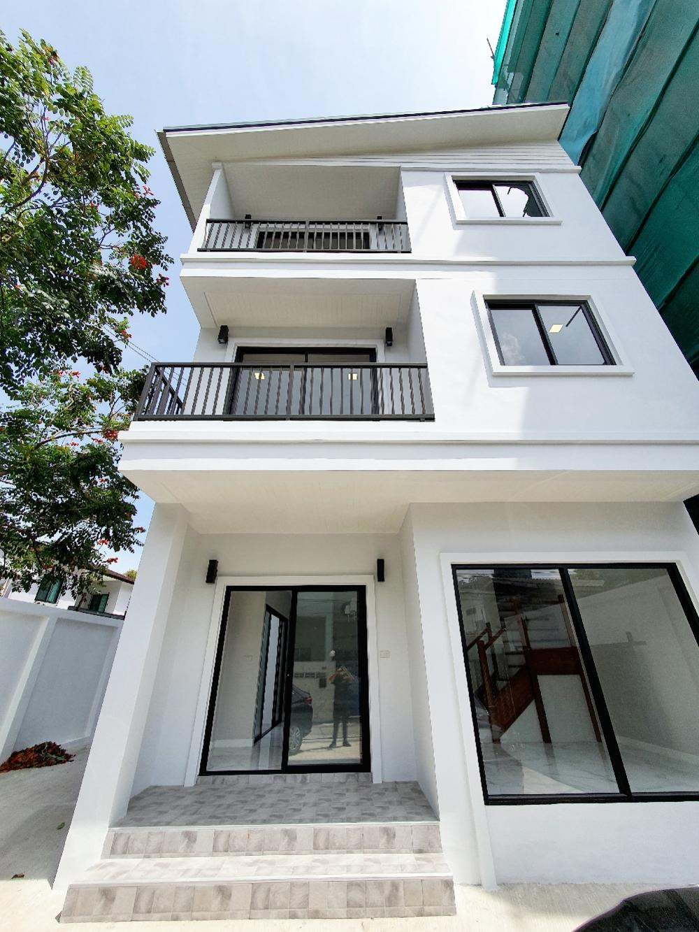 For RentHome OfficeSukhumvit, Asoke, Thonglor : The Home Office for rent at Ekkamai Areacall for viewing 0890505525