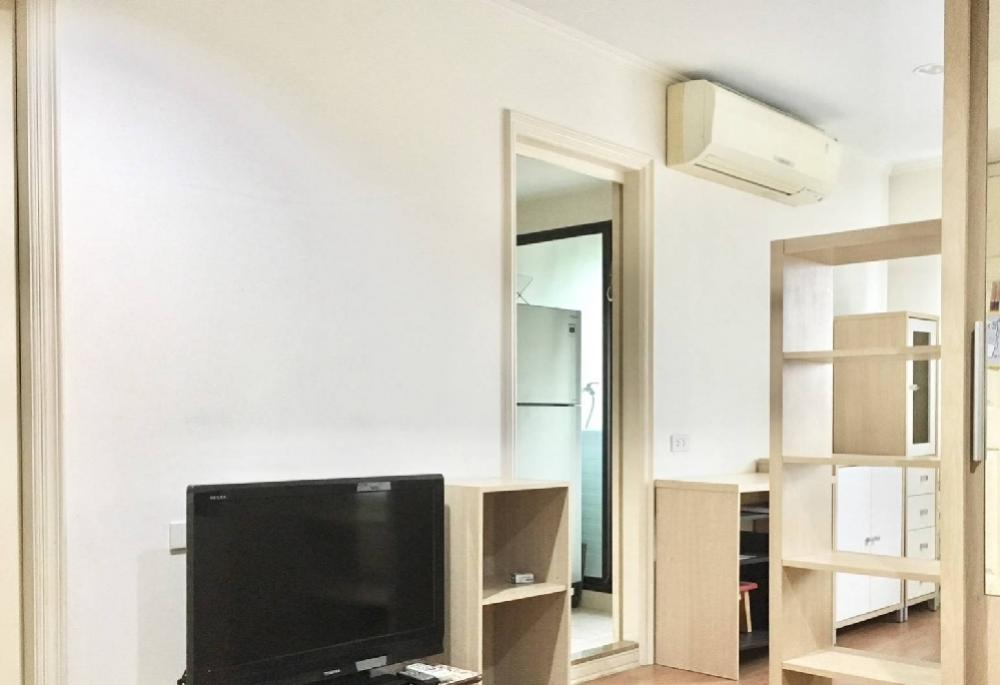 For RentCondoSapankwai,Jatujak : Rental Condo LPN PHAHOL - SUTTHISARN beautiful room like a resort. The same floor as the swimming pool. Fully furnished. King size bed (with washing machine). Electric appliances. Ready to live near BTS Saphan Khwai, 30 sq. M, 4th floor. Rental price: 11,
