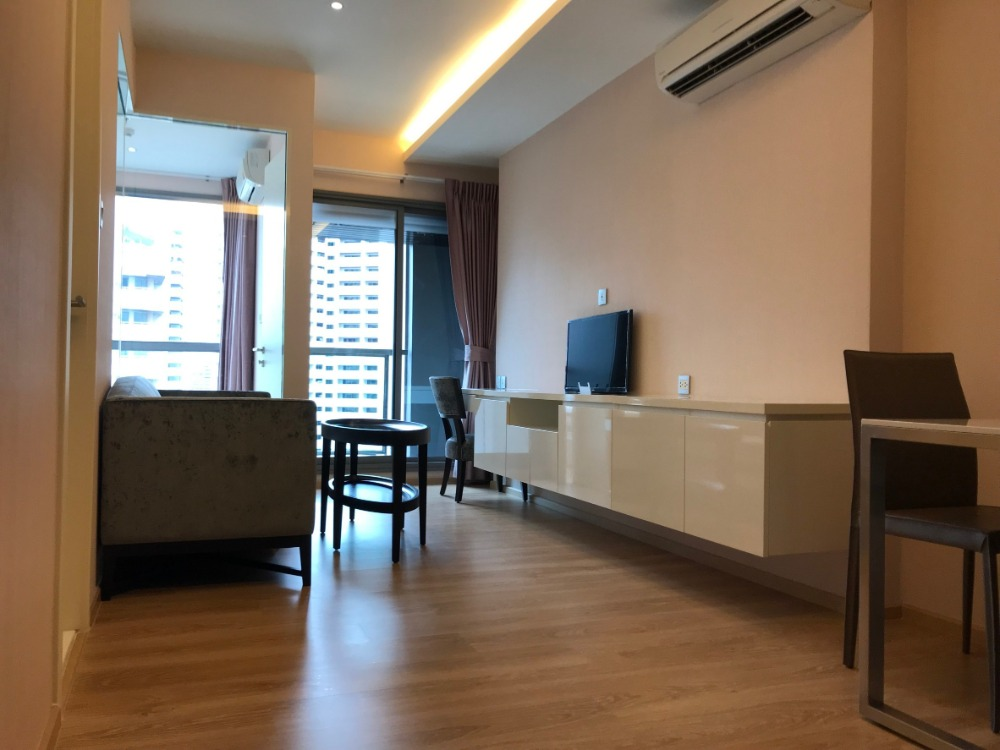 For SaleCondoSukhumvit, Asoke, Thonglor : Sell luxury condo H Sukhumvit 43, 1 bedroom, the best price in the building, near BTS Phrom Phong. New room, never moving in.