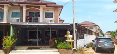 For SaleTownhousePattaya, Bangsaen, Chonburi : Sales were 2 storey townhouse in the corner of the PMC village. Quality House, Bang Lamung
