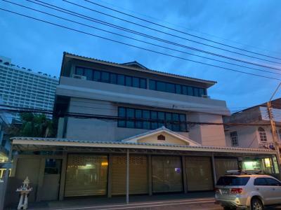 For SaleHousePattaya, Bangsaen, Chonburi : ขาย บ้าน ทะเลจอมเทียน 3 ชั้น   ชั้นล่างสุดประกอบธุรกิจหรือทำเป็นออฟฟิสได้ สงบน่าอยู่ ใกล้ทะเล