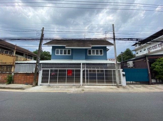 For RentHouseLadprao, Central Ladprao : Detached house to rent 2 storey detached house, Soi Ladprao 69, some furniture. Can be a registered office
