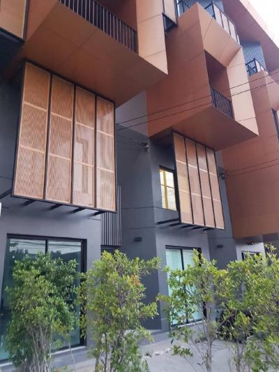 เช่าทาวน์เฮ้าส์/ทาวน์โฮมบางนา แบริ่ง : ให้เช่าตึก 250 ม. Bts แบริ่ง