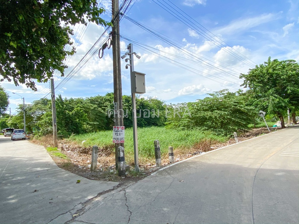 For SaleLandChengwatana, Muangthong : Land for sale 728.9 Sq. Soi beside Laddarom Village Chaiyaphruek - Chaeng Watthana Enter the alley, 600 meters on the road 2 sides