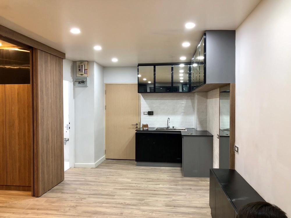 For SaleCondoBangna, Bearing, Lasalle : Selling condo 1.5 million (including transfer fee). Beautiful room..luxury.. looks very good Renovated the whole room
