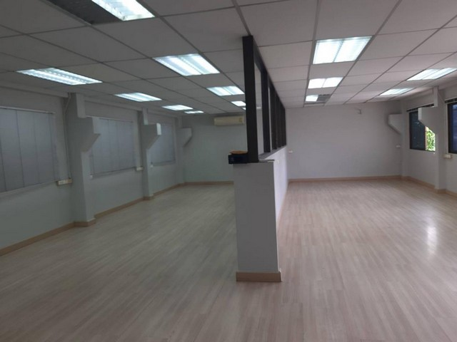 For RentHouseSapankwai,Jatujak : 2 storey detached house for rent, Ladprao 35, near MRT Lat Phrao. Suitable for home office
