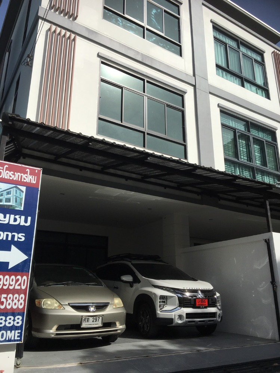 For SaleHouseRatchadapisek, Huaikwang, Suttisan : Baan Huay Kwang Ratchada, near Rama 9 junction, next to Ratchada Road * New build * Underground MRT and BTS Big orange 4 bedrooms 5 bathrooms Call 085-3535888 line id: cpg888