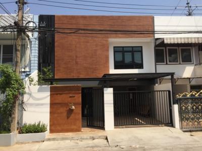 For SaleTownhouseLadprao, Central Ladprao : 2 storey townhouse for sale, Soi Phahonyothin 19/1, near Horwang School Near BTS Ladprao