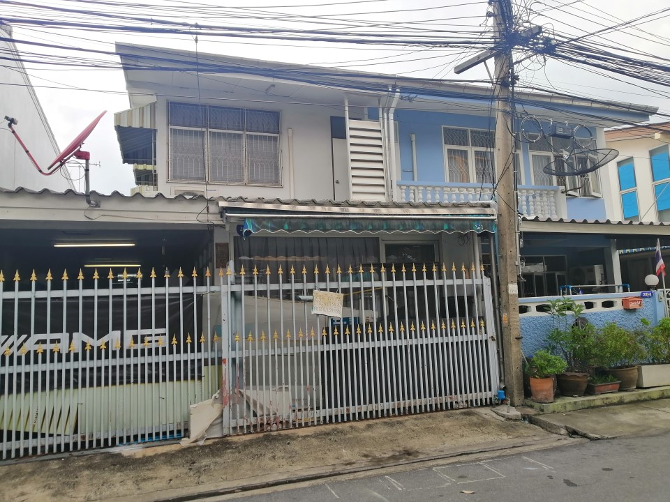 For RentHouseLadprao 48, Chokchai 4, Ladprao 71 : For rent, 2 storey detached house, 40 sq.m., with 2 bedrooms, 2 bathrooms, Ladprao 47 near Saphan Song market For rent 15,000 / month