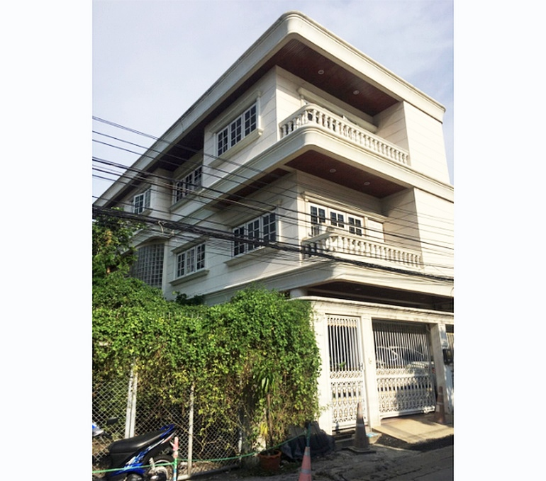 For SaleHouseRatchadapisek, Huaikwang, Suttisan : 3-storey detached house, Ratchadaphisek Soi 3, near MRT Rama 9, near Fortune Town, 39 sq.wah, good location, owner