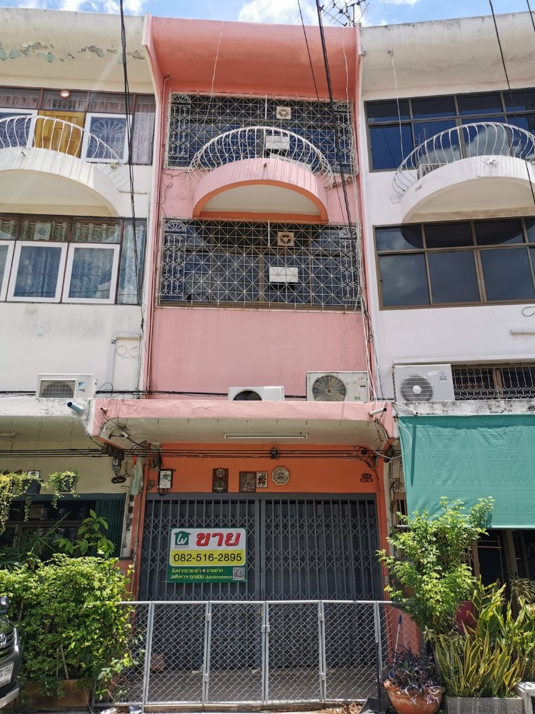 For SaleShophouseRama 2, Bang Khun Thian : Shophouse for sale, Rama 2 Road, Soi 37, into the alley, just 90 m. In the community, quiet, comfortable, parking near Rung Arun School, Central, Home Pro Suitable for living, home office or warehouse.