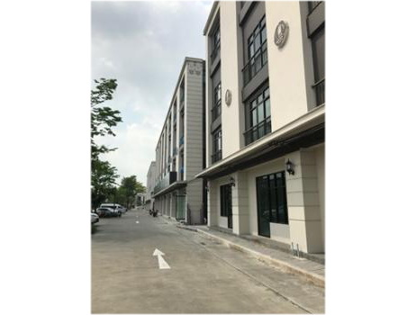 For RentShophouseRamkhamhaeng, Hua Mak : Room in a new co-office for rent 15,000 / month, 40 sqm. In a 4-storey building in the Chic District Ram 53 project