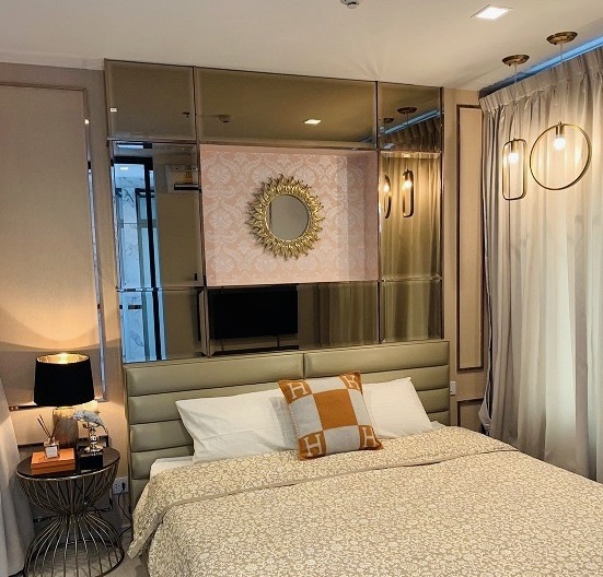 For RentCondoWitthayu,Ploenchit  ,Langsuan : For Rent *** Beautiful decorated condo with carrying bags *** Life One wireless