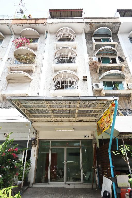 For SaleShophouseLadprao101, The Mall Bang Kapi : 0004-A(CB)😍 For SELL ขายอาคารพาณิชย์ 5.5 ชั้น🚪5 ห้องนอน🚄ใกล้ MRT ลาดพร้าว 101 เพียง 100 ม.🏢ลาดพร้าว🔔พื้นที่บ้าน:12.00ตร.วา🔔พื้นที่ใช้สอย:300.00ตร.ม.💲ขาย:5,900,000.-บาท📞:099-5919653✅LineID:@sureresidence