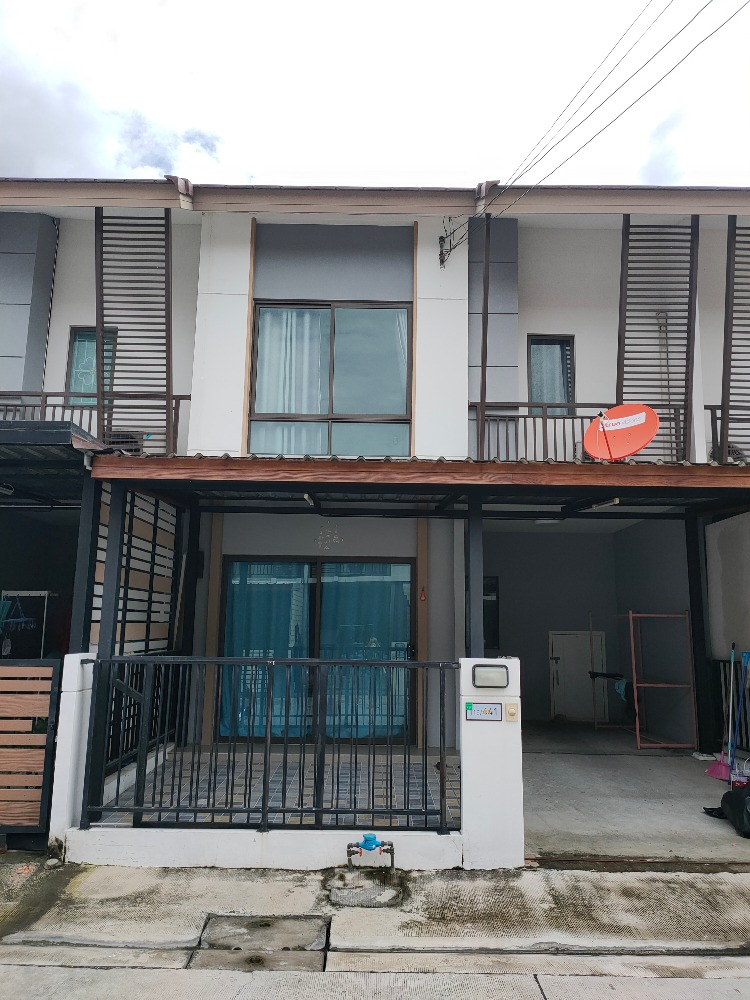 For SaleTownhouseBangna, Lasalle, Bearing : 2 storey townhome for sale, price 2,300,000 baht only, new gig, beautiful, good atmosphere, very good environment