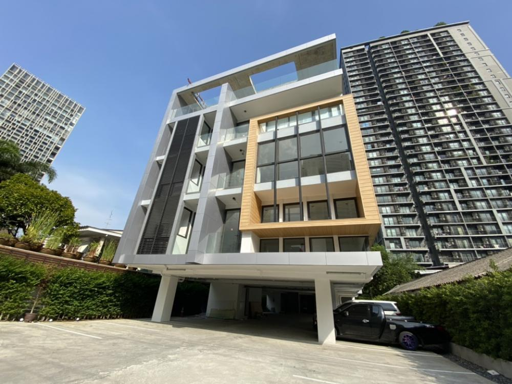 For RentOfficeSathorn, Narathiwat : 5-storey new office building for rent, modern design in the heart of Sathorn area in Suanplu Soi 6