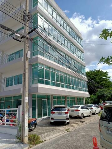 For RentOfficeKaset Nawamin,Ladplakao : Office building for rent, 5 floors, area 135 square wa. Nuanchan 27, near the express market.