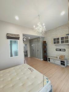 ขายบ้านพระราม 9 เพชรบุรีตัดใหม่ : For Sale Town home บ้านกลางเมืองราคาเท่าทุน พร้อมผู้เช่าสัญญา 1 ปี 3 ชั้น 18 ตรว. ราคา 5.15 MB.
