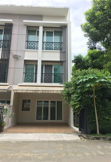 For RentTownhousePattanakan, Srinakarin : 3-storey townhome for rent, Baan Klang Muang, Rama 9 Motorway, near Airport Link Hua Mak, fully furnished, ready to move in, Fully Furnished, corner plot