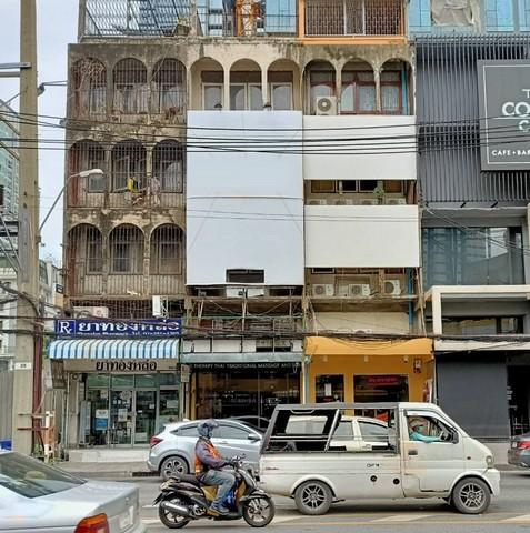 For RentShophouseSukhumvit, Asoke, Thonglor : 4-storey commercial building for rent, usable area 240 sq m, next to Sukhumvit 55 road, near BTS Thonglor 100 m.