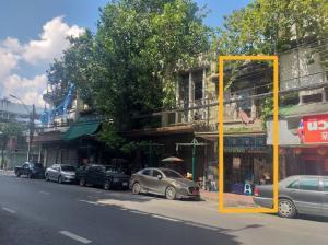For SaleShophousePha Nakorn, Yaowarat : Shophouse for sale, Charoen Krung Road, Yaowarat, 83.3 sq.wa. Call 0888181859