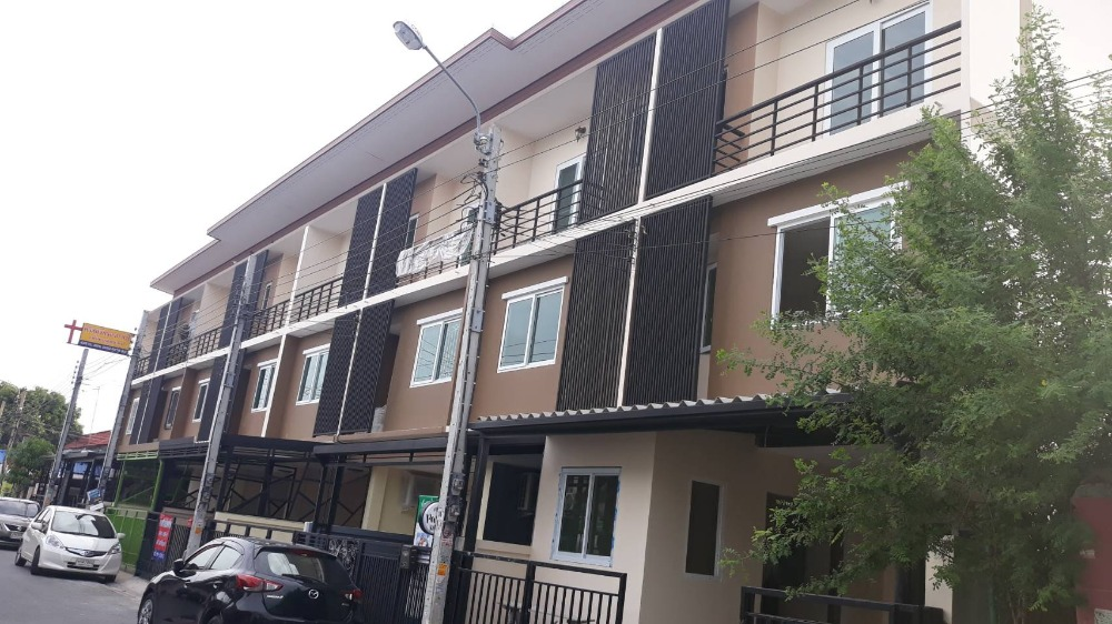 For SaleTownhouseVipawadee, Don Mueang, Lak Si : New 3-storey townhouse, Soi Songprapha 14, 3 bedrooms, 4 bathrooms, opposite Don Muang Airport. Ready to move in