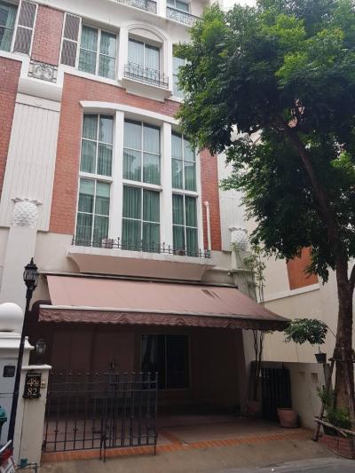 เช่าทาวน์เฮ้าส์/ทาวน์โฮมสุขุมวิท อโศก ทองหล่อ : For Rent บ้านกลางกรุง ทองหล่อ Townhome 4 ห้องนอน 5 ห้องน้ำ จอดรถ 2 คัน