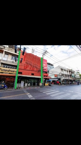 For RentShophouseRatchadapisek, Huaikwang, Suttisan : B229 Commercial building for rent, 2 booths, 3 floors, and a half, opposite Sutthisan market, Suthisan road.