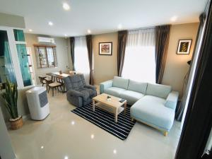 For SaleTownhouseBangbuathong, Sainoi : Sale Chuan Chuen Town Kanchana - Bang Yai, townhome size XL, special long plot, sold with furniture. Can carry the bag and move in