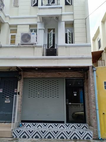 For RentShophouseKhlongtoei, Kluaynamthai : RPJ127 Commercial building for rent, 1 unit, 3 floors, behind the corner of Soi Phumchit, Sukhumvit 48. Near BTS Phra Khanong