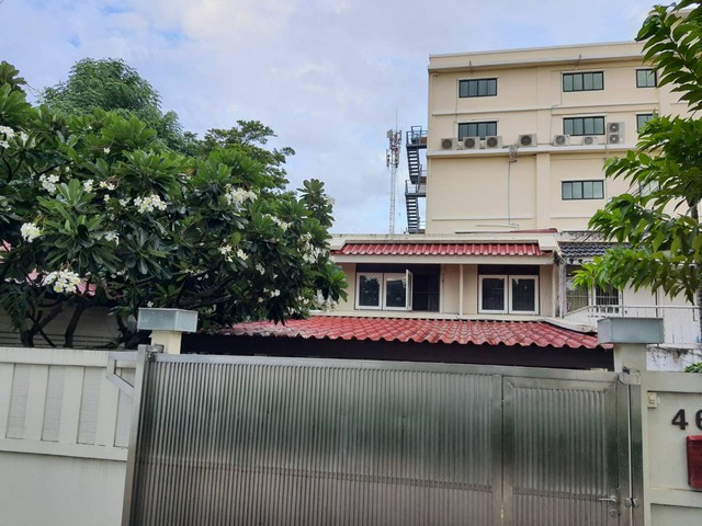 For RentHouseRamkhamhaeng, Hua Mak : House for rent 3 bedrooms, 2 parking spaces behind The Nine, Rama 9, access in many ways.