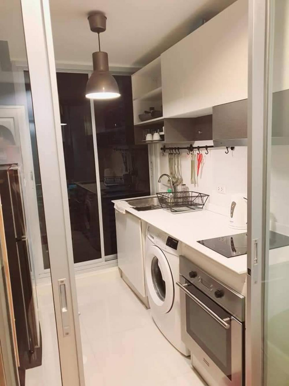 For RentCondoRatchadapisek, Huaikwang, Suttisan : Condo for rent, The Kris Ratchada 17, beautiful room, good price 💥 near MRT Sutthisan, MRT Cultural Center, fully furnished, complete electrical appliances. Lovely room, you must like it. Building 7, 2nd floor, size 32 sq m. Rental price: 10,000 baht.