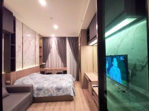 For RentCondoRamkhamhaeng, Hua Mak : Condo for rent: KnightsBridge Collage Ramkhamhaeng, 12A floor, front view, fully furnished room