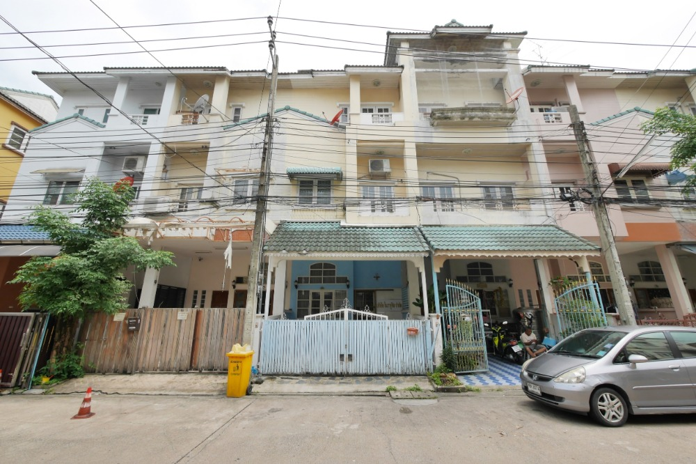 For SaleTownhouseYothinpattana,CDC : Townhome, Ketunuti Village (Soi 3), Soi Ladprao 87 (Behind CDC Department Store), Khlong Chan Subdistrict, Bang Kapi District, Bangkok 10240