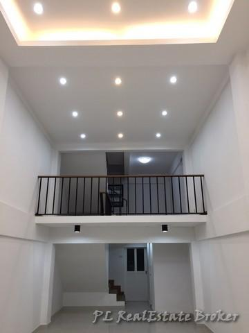 For RentShophouseOnnut, Udomsuk : Rent a 4-storey commercial building next to the road at the entrance of Soi On Nut 47 near Srinuch intersection. (On Nut Road intersection with Srinakarin Road) *** Fully renovated, ready to rent on 16 Oct. 63