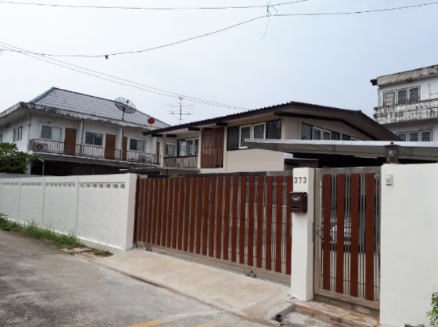 For RentHouseKasetsart, Ratchayothin : B521 Two-storey house for rent. Area 99 sq m Soi Phaholyothin 44 Near the Royal Forest Department BTS, Agricultural University, Sripatum, suitable for living and building an office area of 180 square meters with 4 bedrooms, 3 bathrooms, the house near the