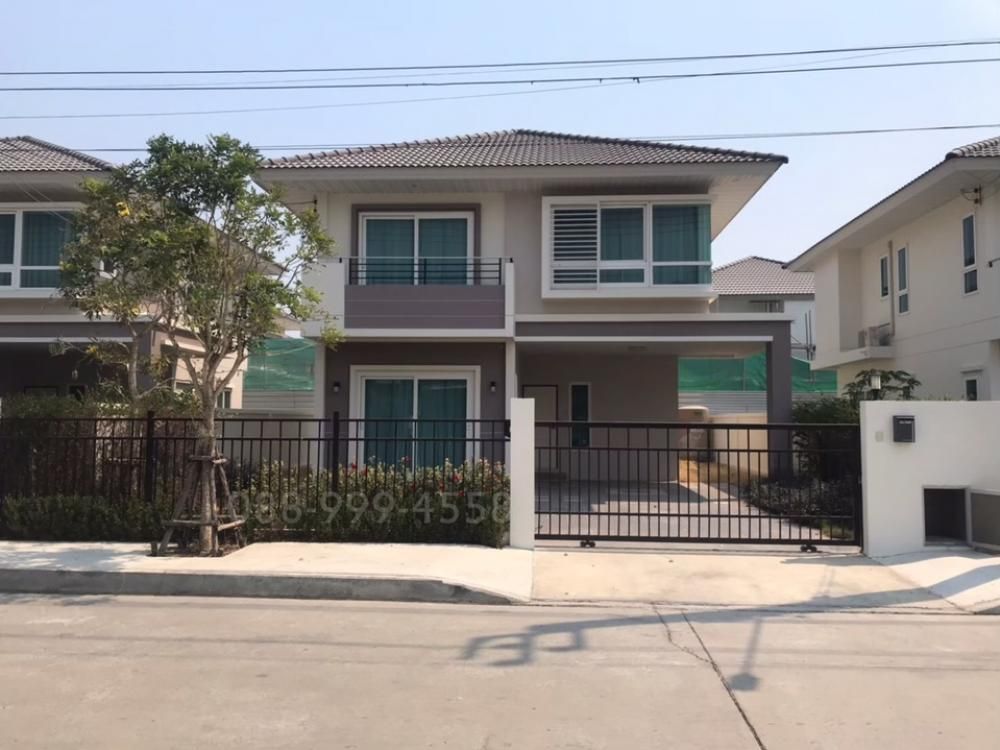 For RentHouseLadkrabang, Suwannaphum Airport : House for rent, fairy condition, 3 bedrooms, 3 bathrooms, 2 parking, main road, 16 meters, the owner never lived.