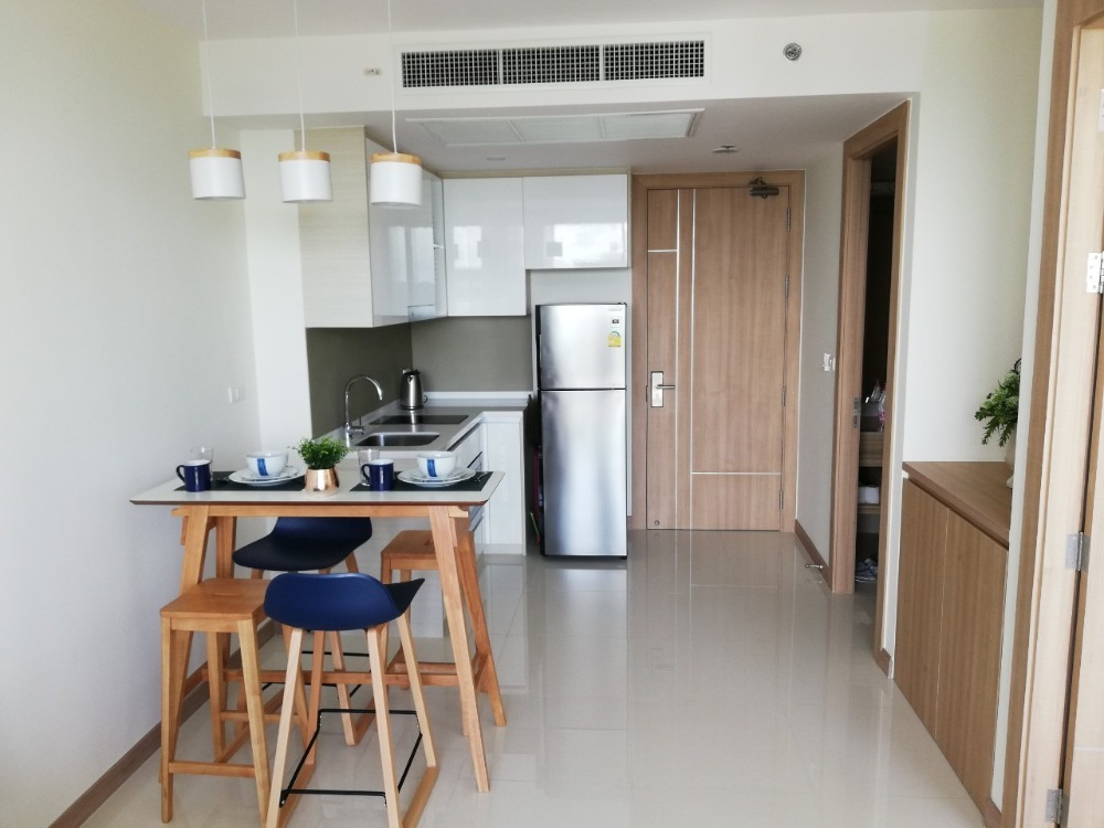 For RentCondoPattaya, Bangsaen, Chonburi : Condo for rent, The Riviera Wong Amat Beach, size 45.33 sq.m., sea view, beautiful decoration, fully furnished, ready to move in, rent 22,000 baht per month