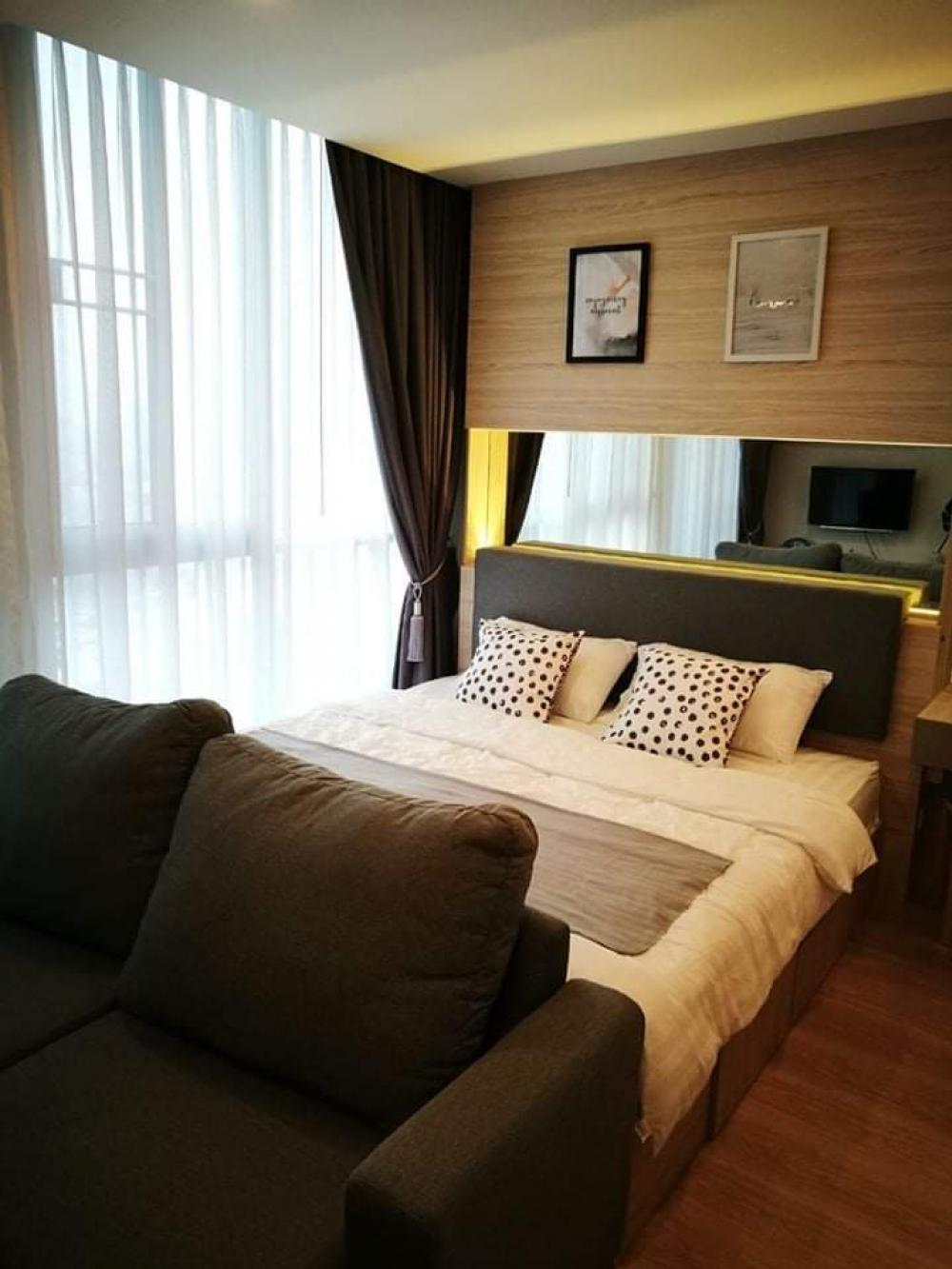 For RentCondoRatchadapisek, Huaikwang, Suttisan : Condo for rent, beautiful built-in room, full of Noble Revolve Ratchada project, next to MRT, Cultural Center Studio room on 27th floor overlooking Ratchada and Esplanade roads.