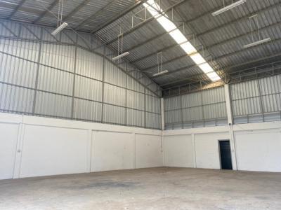 For RentWarehouseChengwatana, Muangthong : MTK010 Warehouse for rent, size 200 square meters, Tiwanon Road, Pak Kret, Nonthaburi, located behind Robinson Srisamarn. Not far from Muang Thong Thani. Don Mueang Airport Bangkadi Industrial Estate